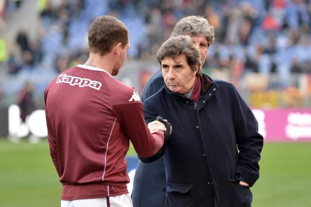 Cairo stringe la mano a Belotti in campo
